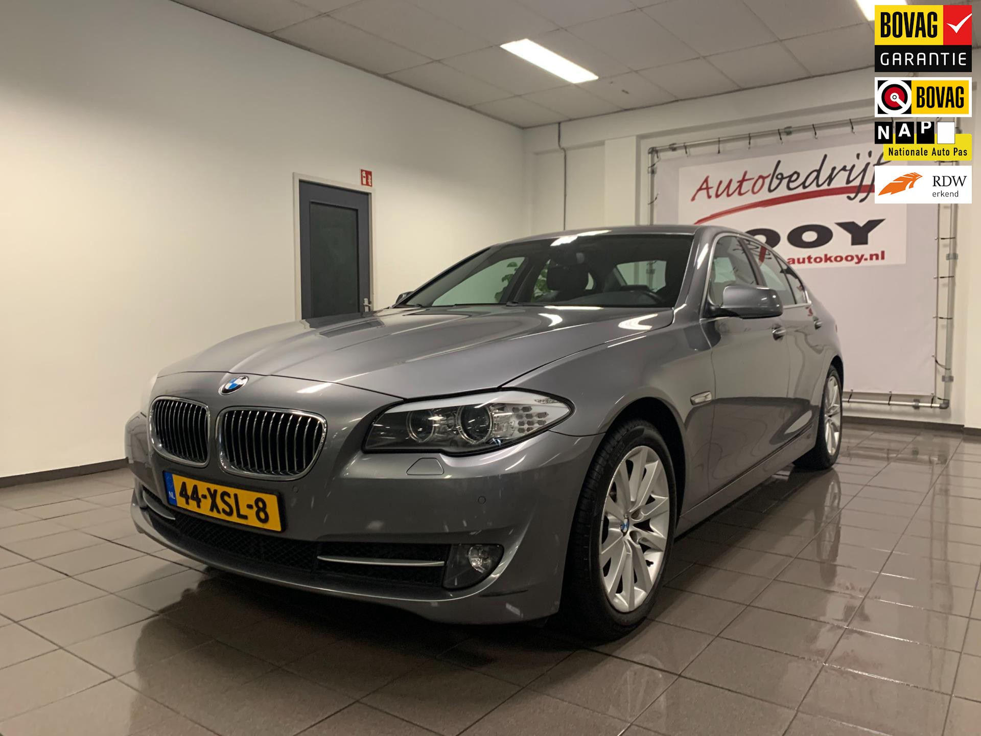 BMW 5-serie 528i Upgrade Edition * Leder / Xenon / Stoelverwarming / NL Auto *