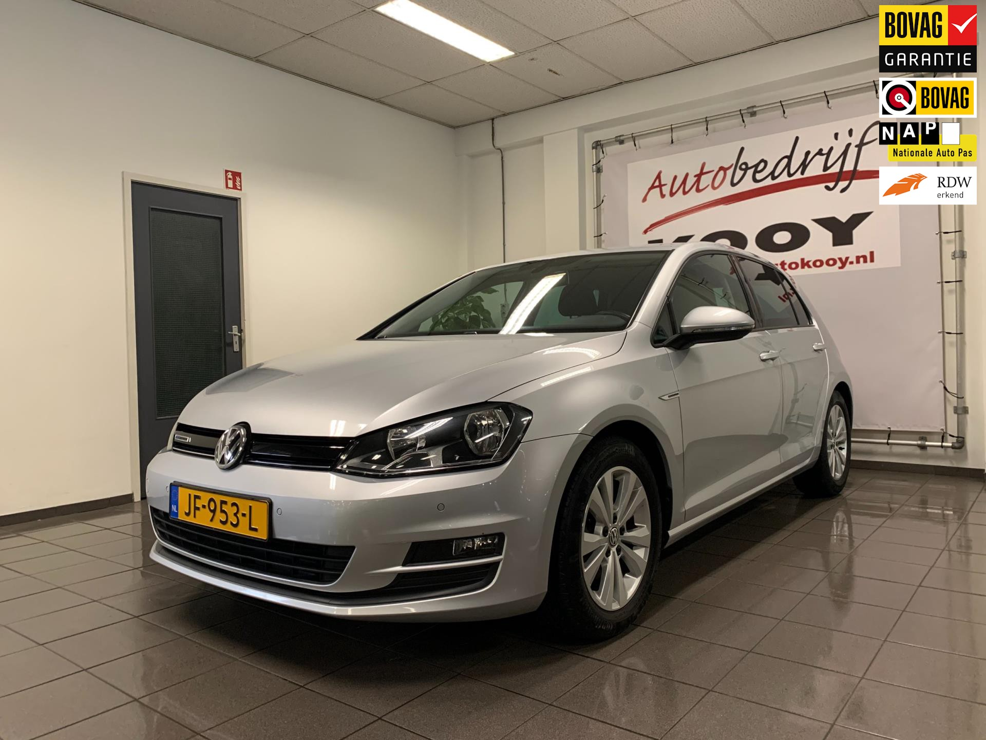 Volkswagen Golf 1.0 TSI Business Edition Connected * Navigatie / Camera / Trekhaak / NL Auto *